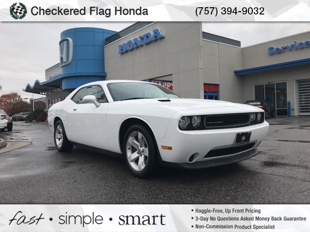 Pre Owned 2017 Dodge Challenger Sxt